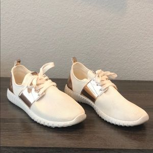 Cream and white casual sneakers